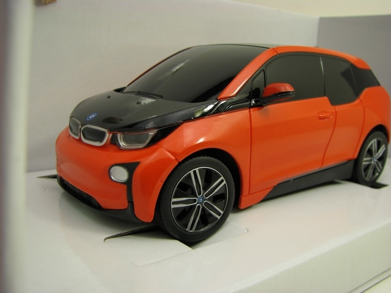 BMW i3 Orange RC model Rastar 40 MHz 1:24 Mondo Motors