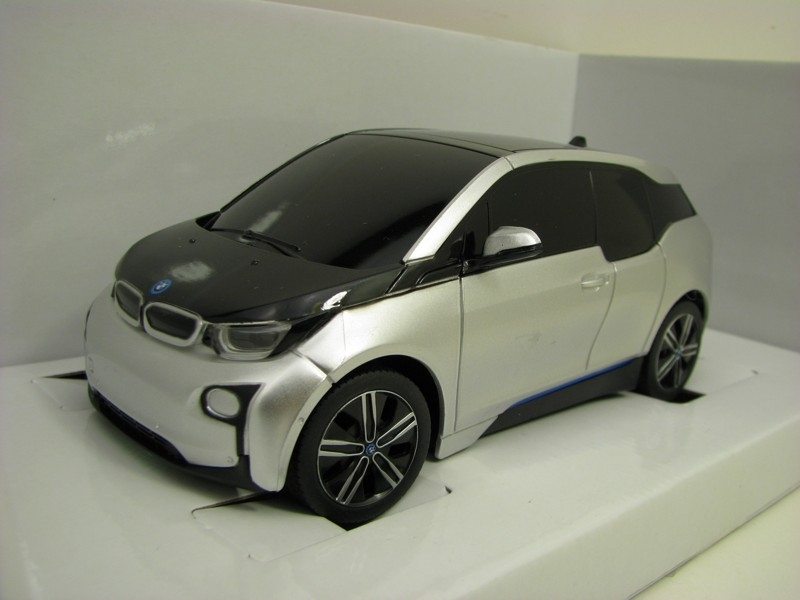 BMW i3 Silver RC model Rastar 27 MHz 1:24 Mondo Motors