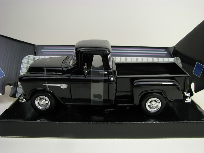 Chevrolet 5100 Stepside 1955 Black 1:24 Motor Max