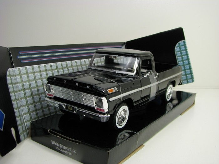 Ford F-100 Pick Up 1969 Black 1:24 Motor Max