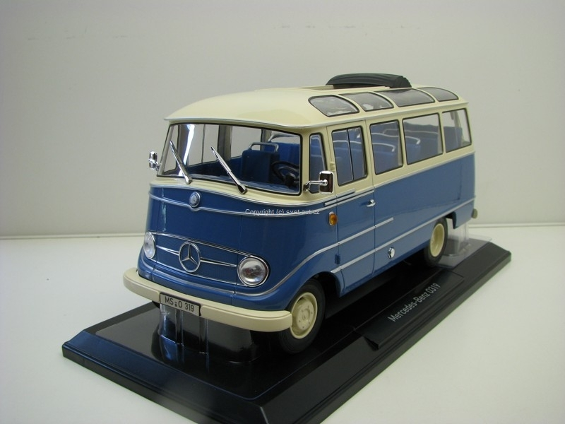 Mercedes-Benz 0319 Bus 1960 1:18 Norev