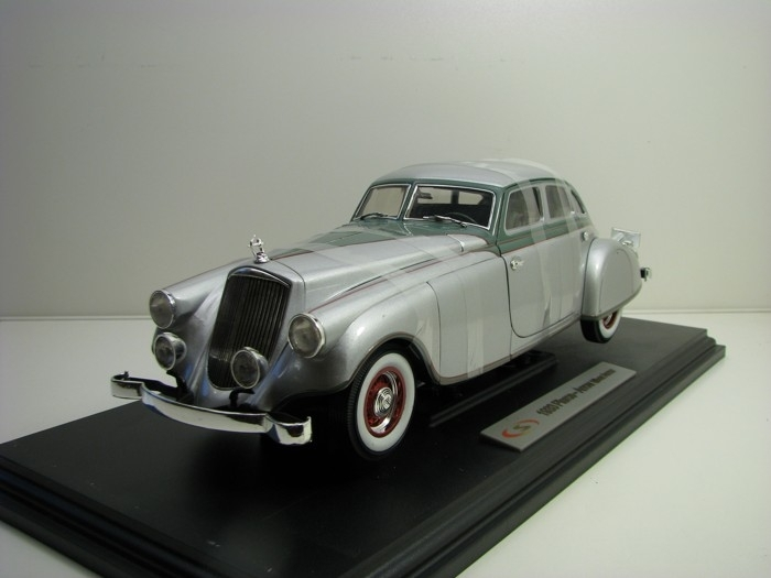 Pierce Arrow 1933 Silver 1:18 Signature Models