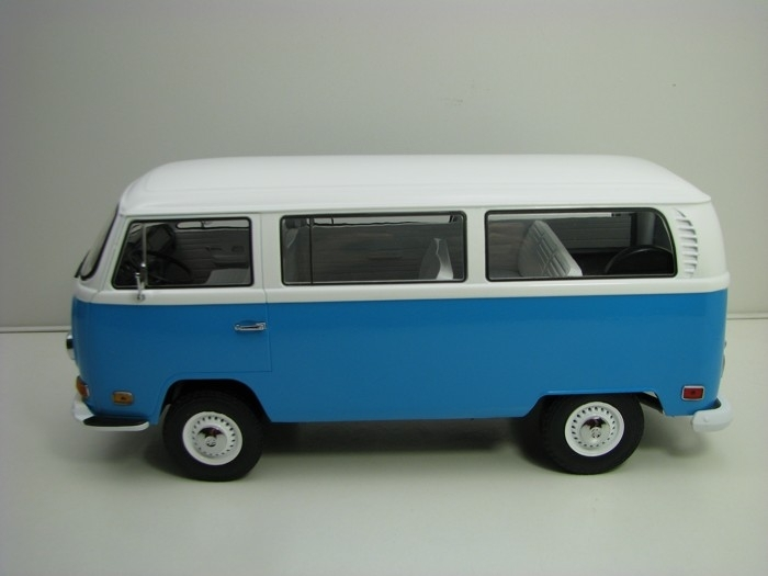 Volkswagen T2 Bus Artisan 1971 Blue White 1:18 Greenlight