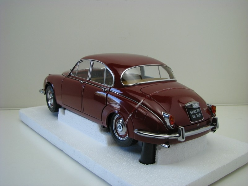 Daimler V8 - 250 Purple 1:18 Paragon Models