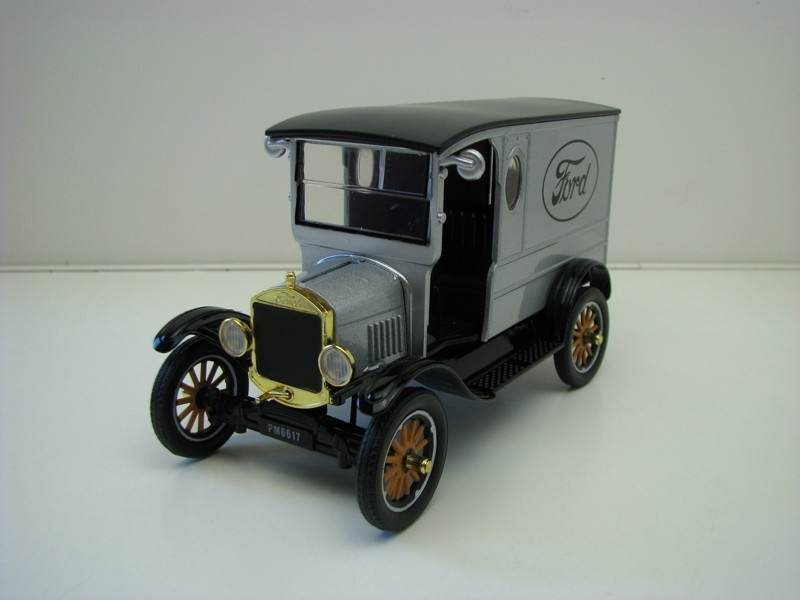 Ford  Model T paddy Wagon 1925 silver 1:24 Motor Max