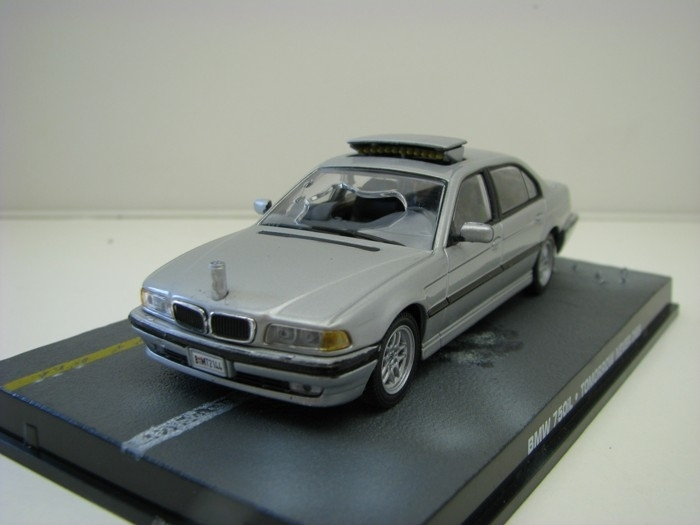 BMW 750iL Tomorrow never dies James Bond 007 1:43 Universal Hobbies