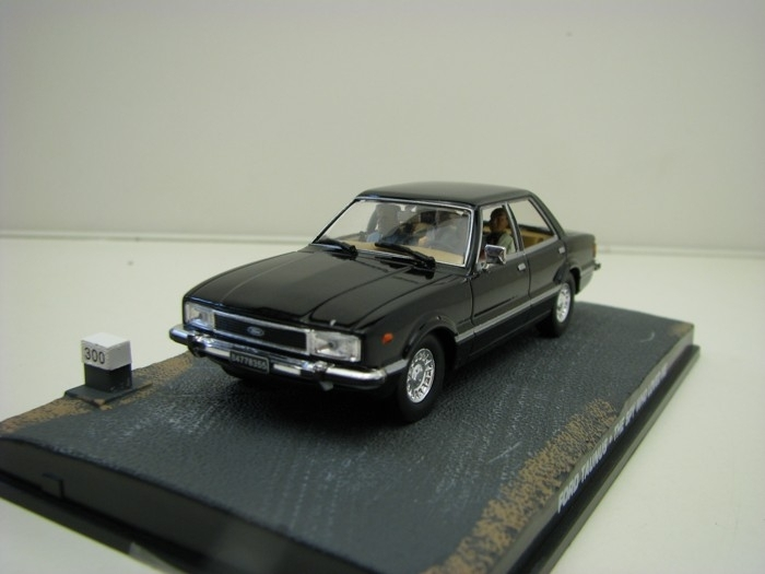 Ford Taunus The Spy Who Lowed Me James Bond 1:43 Universal Hobbies
