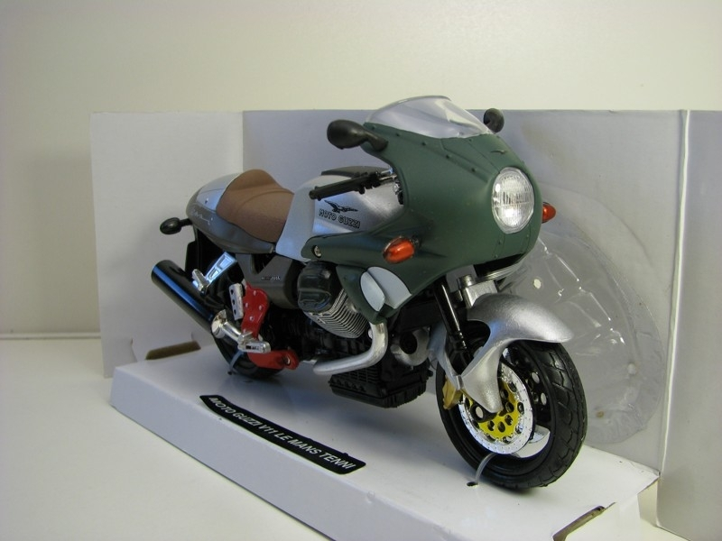 Moto Guzzi V11 Le Mans Tenni 1:12 New Ray