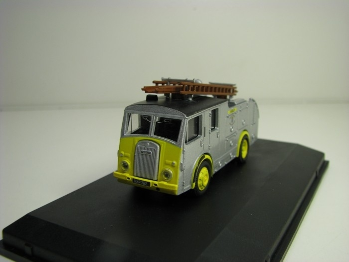 Dennis F8 West Sussex Fire Brigade 1:76 Oxford