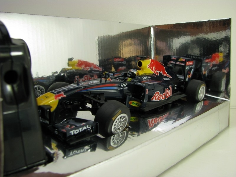 Renault Red Bull F1 Racing RB7 S. Vettel No.1 2011 1:24 RC model