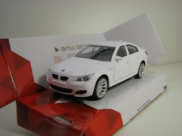 BMW serie 5 White 1:43 Mondo Motors City