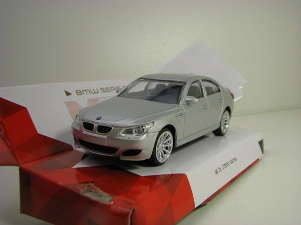 BMW serie 5 Silver 1:43 Mondo Motors City