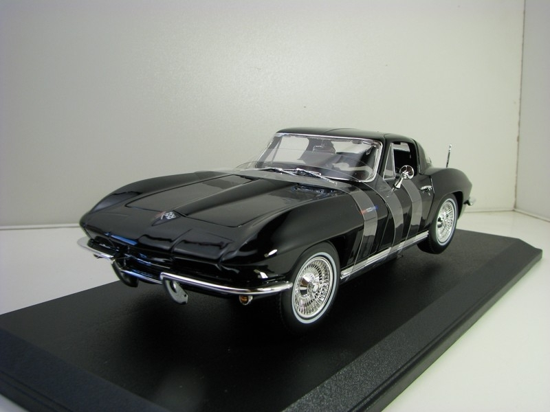 Chevrolet Corvette 1965 Black 1:18 Maisto
