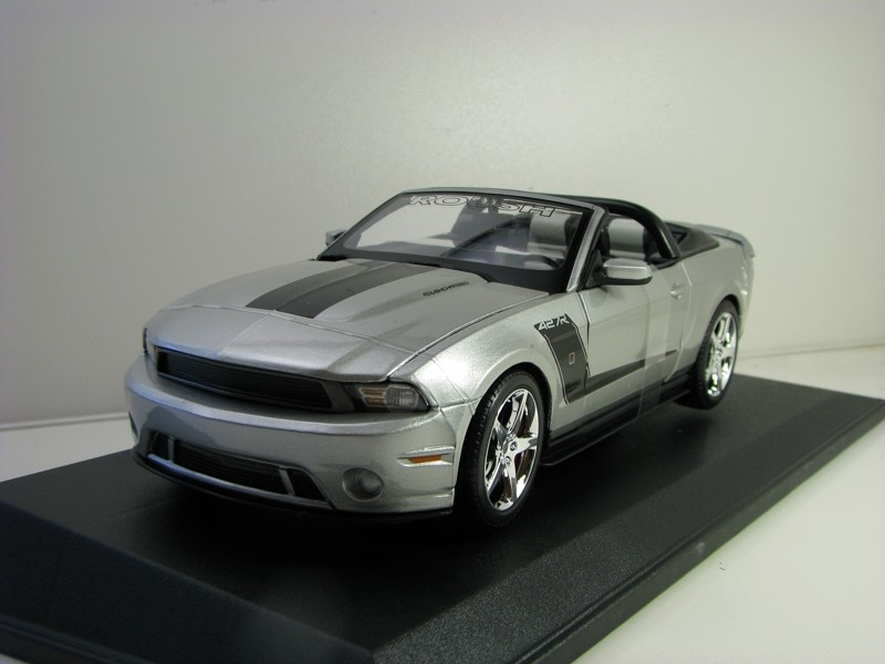 Ford Mustang 2010 Roush 427R Silver 1:18 Maisto
