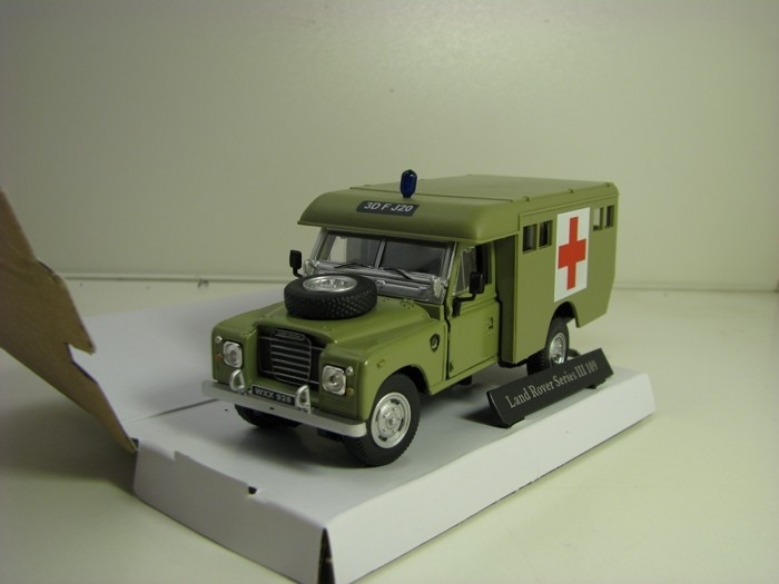 Land Rover Series III 109 Ambulance Green 1:43 Cararama