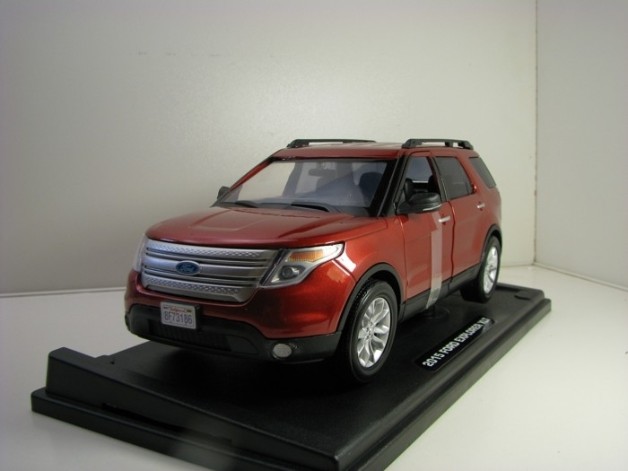Ford Explorer XLT 2015 Brown 1:18 Motor Max