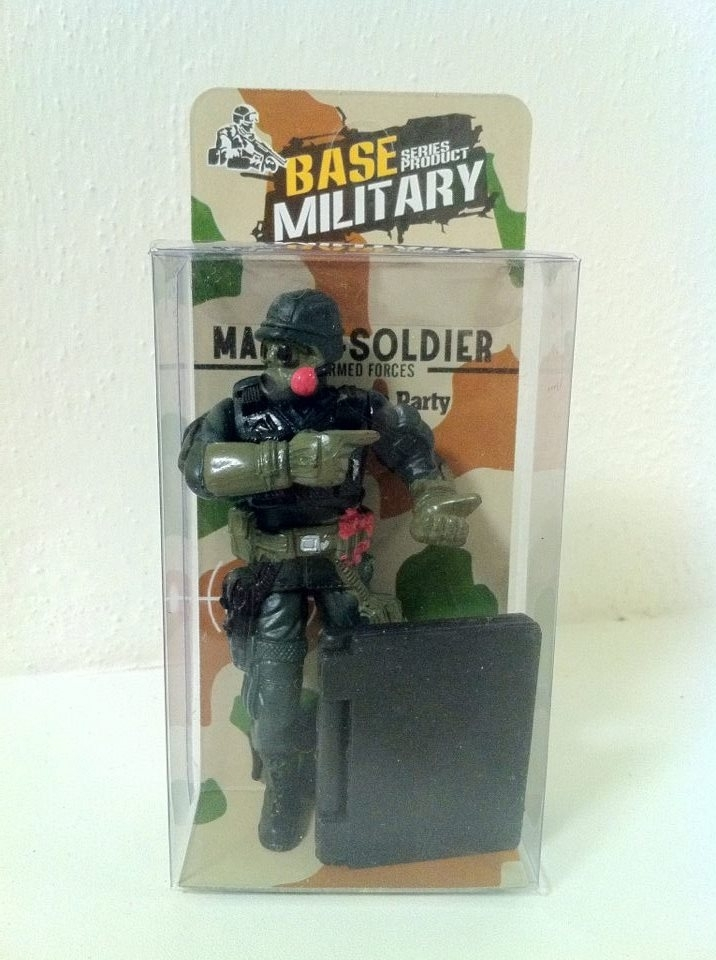 Figurka vojáka 10 cm se zbraní a notebookem Base Military 02