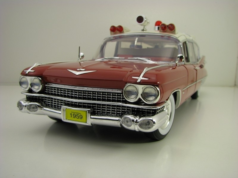 Cadillac Superior Ambulance 1959 Precision Collection 1:18 Greenlight
