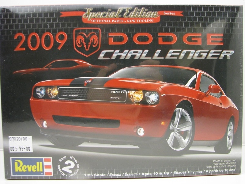 Dodge Challenger 2009 1:25 Kit Revell