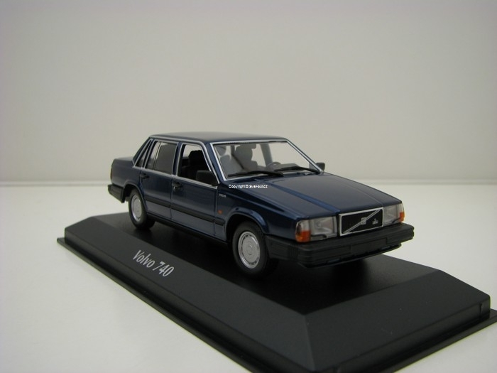 Volvo 740 1986 Dark Blue Metallic 1:43 Maxichamps
