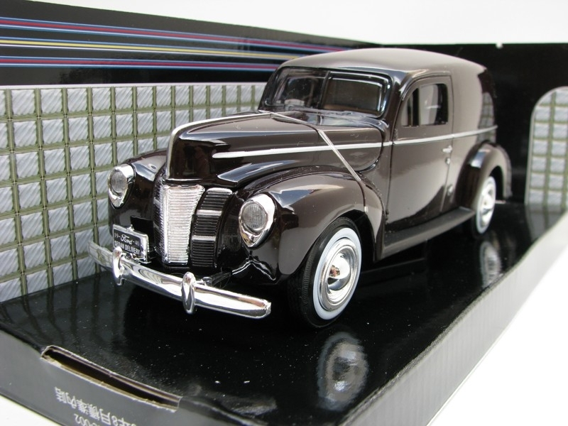 Ford 1940 Sedan Delivery Brown 1:24 Motor Max