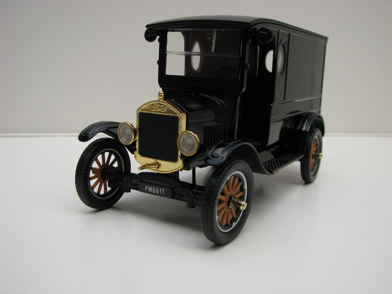 Ford Model T paddy Wagon 1925 Black 1:24 Motor Max