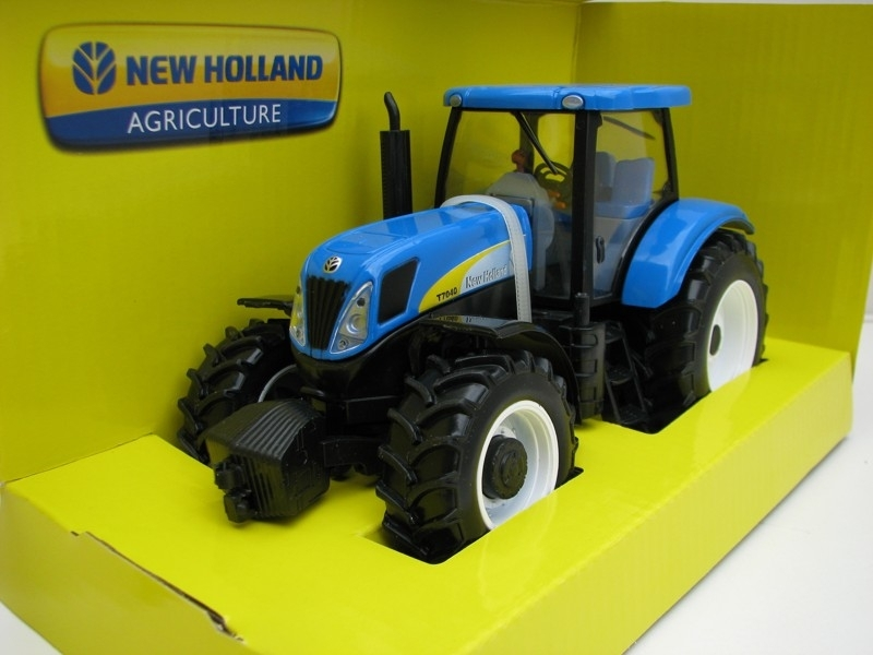 Traktor New Holland T7040 1:32 Bburago