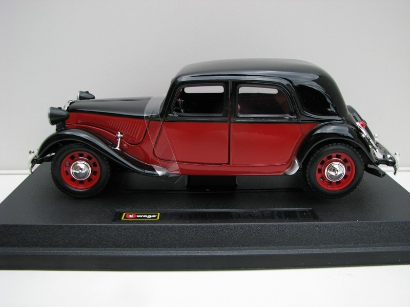 Citroen TA 15 CV Red Black 1:24 Bburago