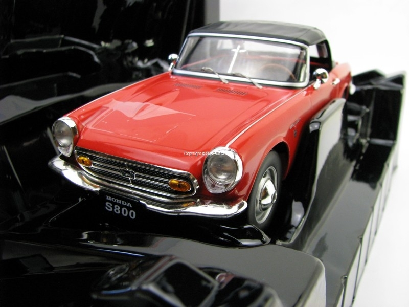 Honda S800 Red 1:18 Triple 9 Collection