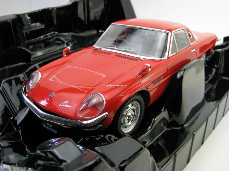Mazda Cosmo Sport Red 1:18 Triple 9 Collection