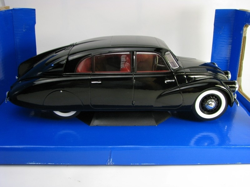 Tatra 87 1937 Black-Red Interier 1:18 MCG Modelcar Group