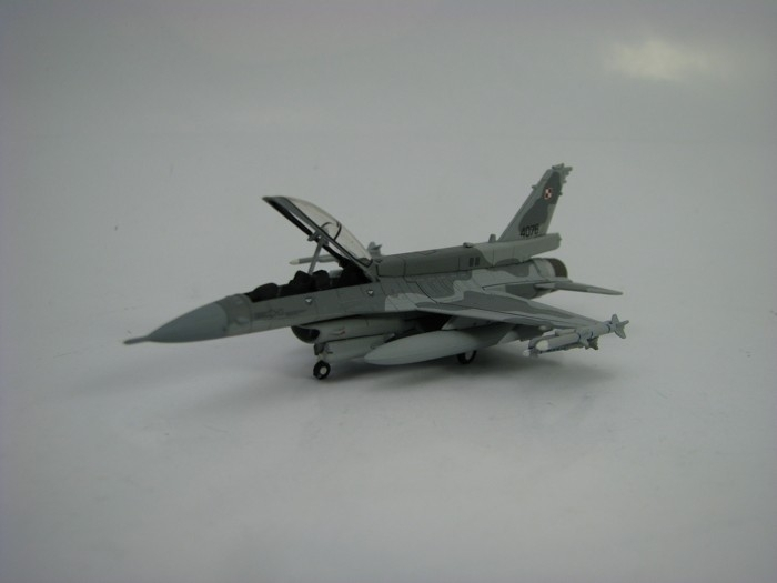 Lockheed Martin F-16D Block 52 Polish Air Force 1:200 Herpa