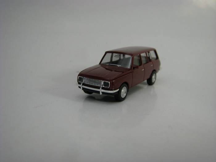 Wartburg 353 Tourist Purple 1:87 Herpa