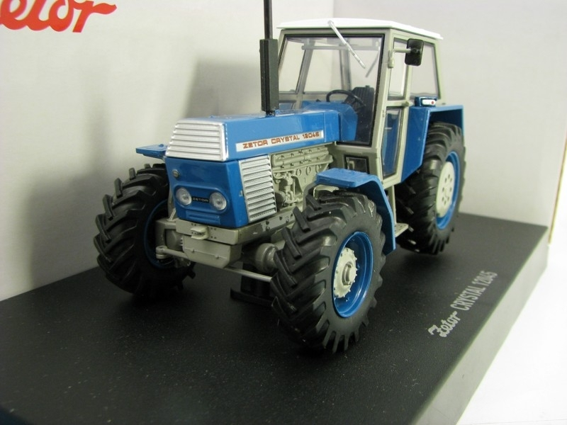 Zetor Crystal 12045 1:32 Universal Hobbies