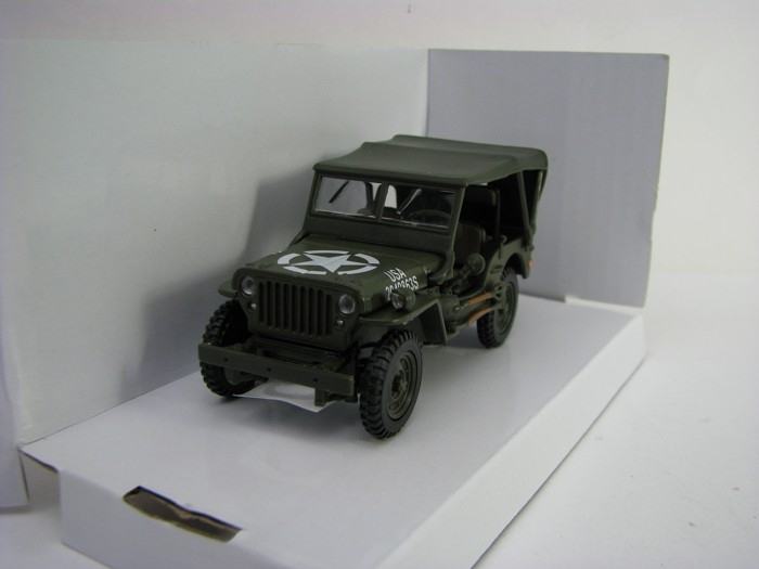 Jeep Willys US Army s plachtou 1:43 Cararama