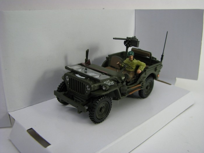 Jeep Willys US Army s figurkou 1:43 Cararama