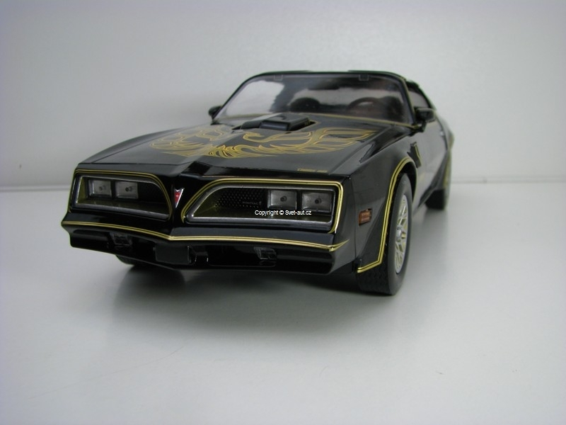Pontiac Firebird T/A 1977 Smokey and the Bandit 1:18 Greenlight