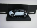 Smart Forfour White/Black 1:55 Siku
