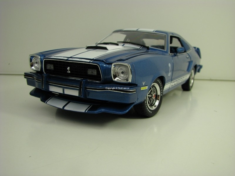 Ford Mustang Cobra II 1976 Blue Metallic 1:18 Greenlight