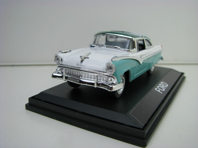 Ford Crown Victoria 1955 Green/White 1:43 Amerkom