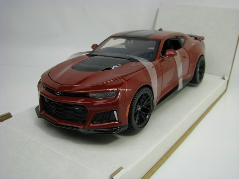 Chevrolet Camaro ZL1 2017 Purple 1:24 Maisto