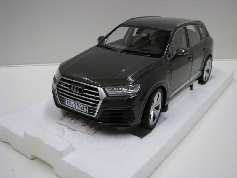 Audi Q7 2015 Argus Brown 1:18 Minichamps