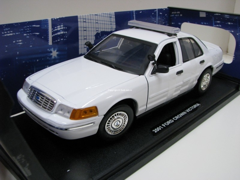 Ford Crown Victoria 2001 Plain White 1:18 Motor Max