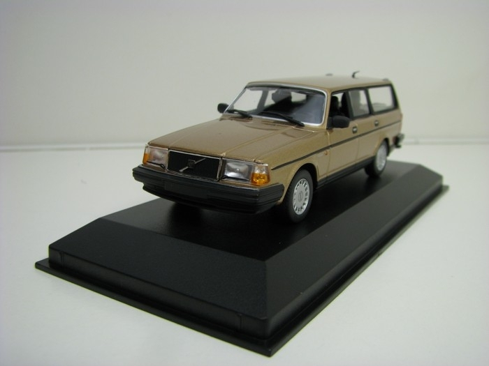 Volvo 240 GL Break 1986 Gold 1:43 Maxichamps