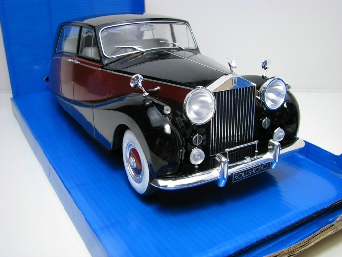 Rolls Royce Silver Wraith Empress by Hoope 1:18 MCG Modelcar Group