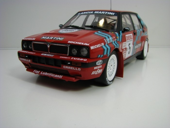 Lancia Delta HF Integrale 16V No.5 San Remo 1989 1:18 Triple 9 Collection