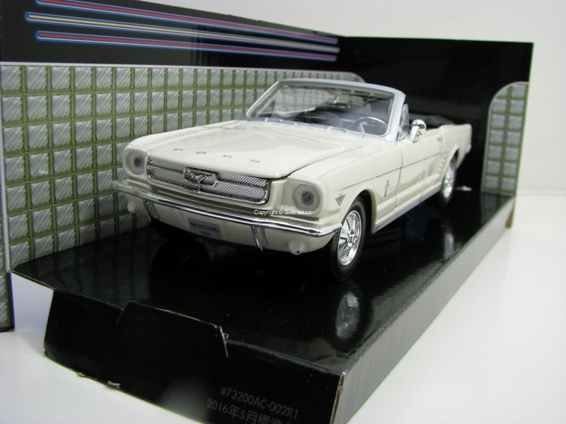 Ford Mustang 1964 1/2 White 1:24 Motor Max
