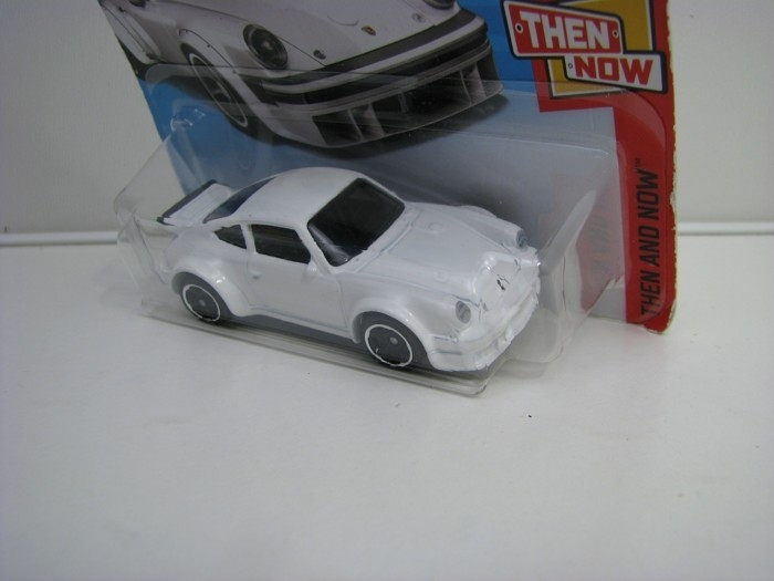 Porsche 934 Turbo RSR White Hot Wheels Then and now-2018