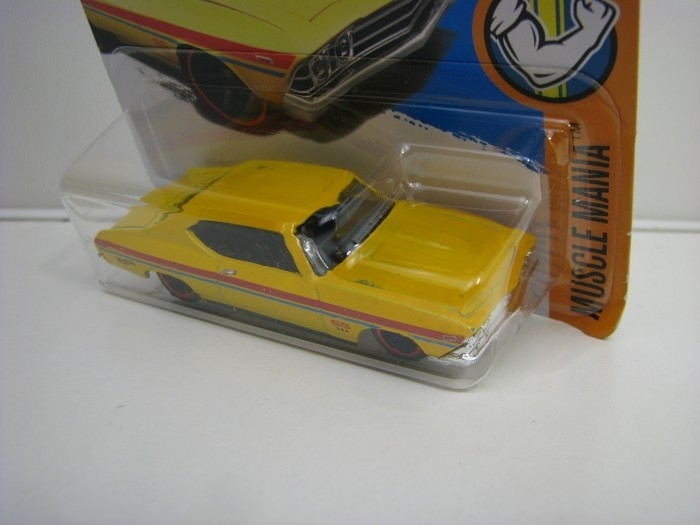Chevelle SS 396 Yellow Hot Wheels Muscle Mania-2017-DTY86