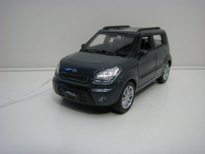 Kia Soul Grey Pull back 1:32-39 Welly
